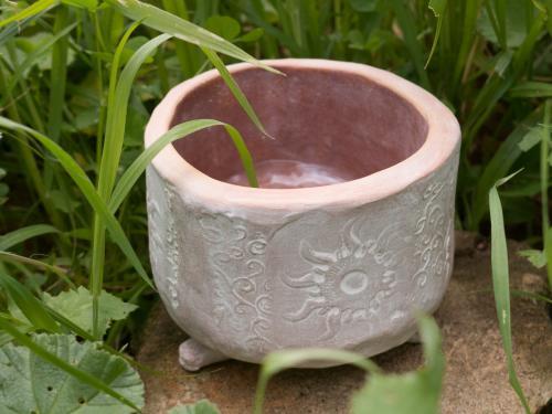 Plant pot with sun motive